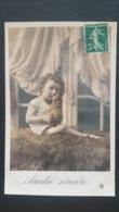 Enfant Embrassant Un Chat - Portraits