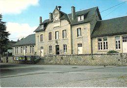19 - Saint Martin La Méanne - La Mairie Et L'école Communale - Autres Communes