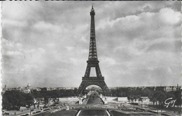 La Tour Eiffel Et Les Jardins Du Palais De Chaillot - Eiffelturm