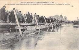 75 - PARIS 7 ° - INONDATIONS De PARIS (Janvier 1910) CRUE SEINE - Le Pont à La Birago - Pont De Chevalet - CPA - Seine - De Overstroming Van 1910