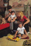 Famille Avec Enfants Et Jouets - Escenas & Paisajes