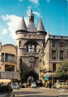 Automobiles - Voitures De Tourisme - Bordeaux - La Grosse Cloche (ancien Hôtel De Ville) - à Droite, L'Eglise St-Eloi - - Turismo