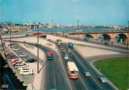 Automobiles - Voitures De Tourisme - Bordeaux - Le Pont De Pierre, à L'arrière Plan, Les Quais - Bus - Autocar - CPM - V - Turismo