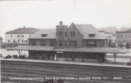 Island Pond Vermont Canadian National Railway Station, Autos, C1950s Vintage Real Photo Postcard - Stations - Zonder Treinen