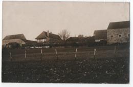 CARTE PHOTO : ECRITE DE LA COURTINE (23) LE 24 MAI 1914 - FERME ET CHAMPS CLOTURES ET DEPENDANCES - HANGAR - 2 SCANS - - La Courtine
