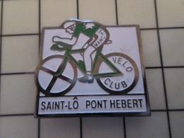 615C Pin's Pins / Beau Et Rare / THEME : SPORTS / CYCLISME MANCHE VELO CLUB SAINT LÔ PONT HEBERT - Ciclismo