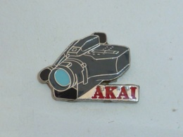 Pin's CAMERA AKAI - Photography
