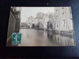 A3: CARTE PHOTO INNONDATION DE 1910 SUR L ENSEIGNE APRÈS LE GARAGE ON PEUT LIRE CAVE À VIN VVE BLANGER - Corbeil Essonnes