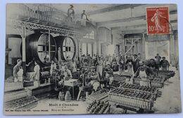 CPA Champagne Moët Et Chandon Belle Animation Mise En Bouteilles Mourmelon 1908 Lespès 18 Chasseurs à Cheval Lunéville - Vignes