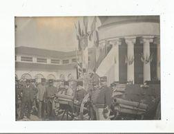 LYON 1914 PHOTO  DEVANT LE PAVILLON BOCHE A L'EXPOSITION CANONS PRIS AUX BOCHES A LA BATAILLE DE LA MARNE (MILITAIRES) - Krieg, Militär