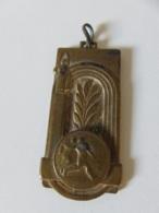 Médaille Football - Championnat 1953-54 - Abbigliamento, Souvenirs & Varie
