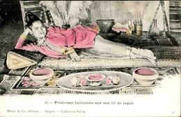 LAOS - Princesse Laotienne Sur Son Lit De Repos - L 67243 - Laos