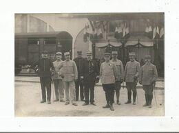 LYON (RHONE) PHOTO ANCIENNE AVEC MILITAIRES FRANCAIS  POSANT A L'ENTREPOT D'HABILLEMENT - Guerra, Militari