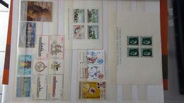 G102 Collection Timbres Et Blocs ** Différents Pays Dont Bloc Allemagne N° 8 ** 80€. A Saisir !!! - Stamps