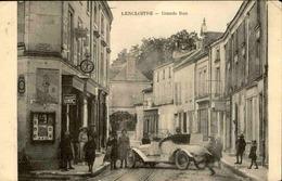 FRANCE - Carte Postale - Lencloître - Grande Rue - Voiture Bloquant La Rue - L 67304 - Lencloitre