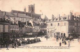 CPA. NEVERS. Concours De Pêche Du Petit Journal Du 30 Juillet 1905. Le Rassemblement Sur La Place Carnot. Animée. - Nevers
