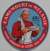 Etiquette Camembert - De Mélanie - Fromagerie De Lezay 79.O Poitou - Deux-Sèvres   A Voir ! - Cheese