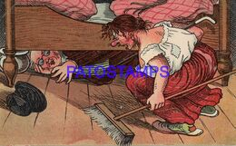 140356 ART ARTE HUMOR THE MAN UNDER THE BED SCARED BY THE WOMAN POSTAL POSTCARD - Non Classificati