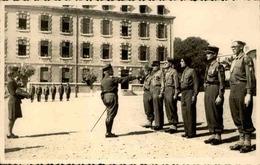 FRANCE - Photo - Aix En Provence  - Caserne Miollis En Septembre 1945 - Groupe De Soldats - L 67341 - Guerra, Militari
