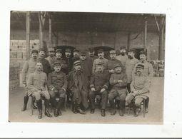 LYON (RHONE) PHOTO ANCIENNE AVEC MILITAIRES FRANCAIS A L'ENTREPOT D'HABILLEMENT - Guerra, Militari