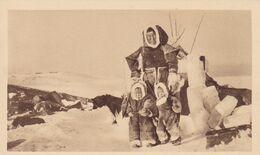 CND28  --  MISSIONS ESQUIMAUDES  --  SERIE IX  --  UNE HEUREUSE MAMAN ESQUIMAUDE - Nunavut
