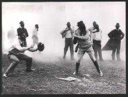Fotografie Ansicht Louisville / Kentucky, US-Offiziere Spielen Zur Gewöhnung Baseball Mit Gasmaske 1939 - Sport