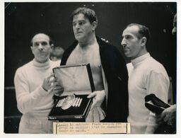 Photo De Presse Keystone - PARIS - Le Catcheur Frank Sexton Reprend Sa Ceinture D'or De Champion Du Monde De Catch - Sport