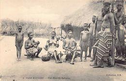 Côte D'Ivoire - Une Famille Indigène, Femmes Aux Seins Nus - Ed. E.B. 6 - Ivory Coast