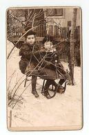 FOTO PHOTO CDV DBUT 20 ème - 2 PETITE FILLES Sur Une LUGE NEIGE - SPORT De GLISSE - 2 LITTLE GIRLS SNOW SLED SLEDGING - Sport