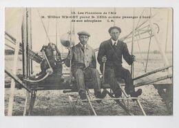 Les Pionniers De L Air - M. Wilbur Wright Prend M. Zens Comme Passager à Bord De Son Aéroplane - Gros Plan - Animée - Airmen, Fliers