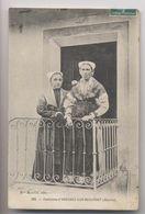 ARÊCHES [73] Savoie - 1910 -  Costumes D'Arêches Sur Beaufort - Habitantes Sur Le Perron De La Maison - Animée - Other Municipalities