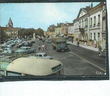 36-LE BLANC-Une Vue Animée De La Plaçe Du BOSQUET-L'AUTOBUS  MONTMORILLON-CHATEAUROUX-Camion SAVIEM - Le Blanc