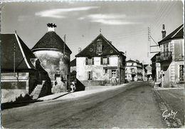 CPSM Grand Format De COURSON-LES-CARRIERES (89) – La Grande Rue. Editions Artaud, Nantes (Gaby). - Courson-les-Carrières