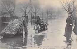 75 - PARIS 15° - INONDATIONS De PARIS ( Janvier 1910 ) Rue De La Convention ( Animation - Attelage )   - CPA - Seine - De Overstroming Van 1910