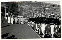 Ref Y860- Photo 14x9cms -saint Denis De La Reunion -st Denis De La Reunion 1959-defilé Militaires Place De La Prefecture - Places