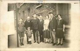 FRANCE -Carte Postale Photo - Famille Sur Un Trottoir Dans La Rue - L 67795 - Te Identificeren
