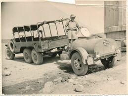 Snapshot Guerre D'Algérie 1956 Transport Eau Potable Jeep Véhicule Militaria - Krieg, Militär