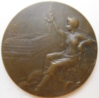 Médaille ANÉPIGRAPHE , LL Calligraphiée, Galeries Lafayette Parisien, Gravée Par Rasumny - Other