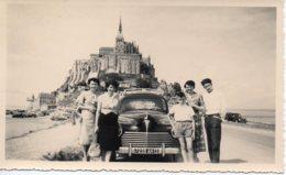 Photo Famille Autour D'une 203 Au Mont St Michel,1954,format 7/11 - Automobili