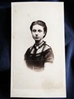 Photo CDV Anonyme - Second Empire, Joli Portrait Nuage Jeune Femme Circa 1865 L517 - Anciennes (Av. 1900)