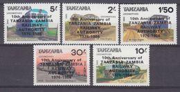 1986Tanzania377-381MLHLocomotives - Overprint7,50 € - Trucks