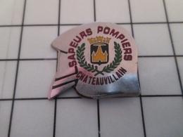 615d Pin's Pins / Beau Et Rare / THEME : POMPIERS / SAPEURS POMPIERS CHATEAUVILLAIN CASQUE F1 - Pompiers