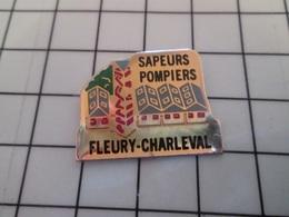 615d Pin's Pins / Beau Et Rare / THEME : POMPIERS / SAPEURS POMPIERS CASERNE FLEURY CHARLEVAL - Pompiers