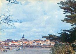 Saint Gilles Sur Vie - Le Port - Le Quai Et La Ville  G 818 - Saint Gilles Croix De Vie