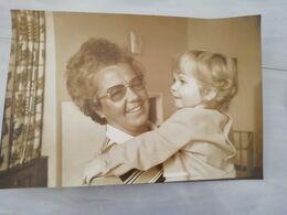 20238     PHOTO DE PRESSE 30X20CM MERE ET ENFANT EN PRISON - Photographs