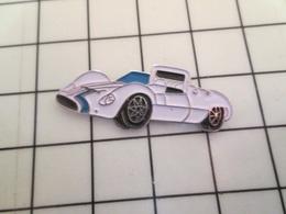 615d Pin's Pins / Beau Et Rare / THEME : SPORTS / AUTOMOBILE ENDURANCE VOITURE BLANCHE ANNEES 60 - Automobilismo - F1
