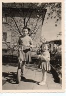 Photo 2 Petites Filles Avec Trotinette.format 7/10 - Personnes Anonymes