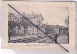 Guérard (77) La Gare - Chef De Gare Et Cheminot Sur Le Quai - Francia