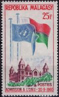 MADAGASCAR 362 ** MNH Admission Aux Nations-Unies ONU UNO Drapeau Flag - Madagascar (1960-...)