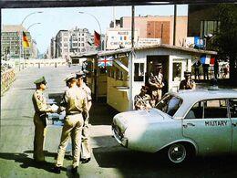 Berlin Check Point  Charlie  USA Police Douanier Custom - MP Military Police - Berlin Wall